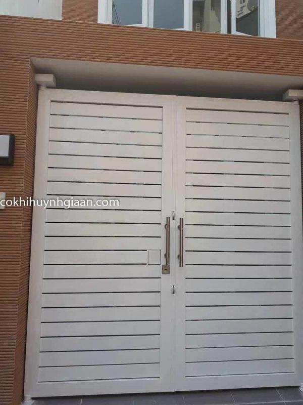 Mẫu cửa cổng 2 cánh đẹp đơn giản