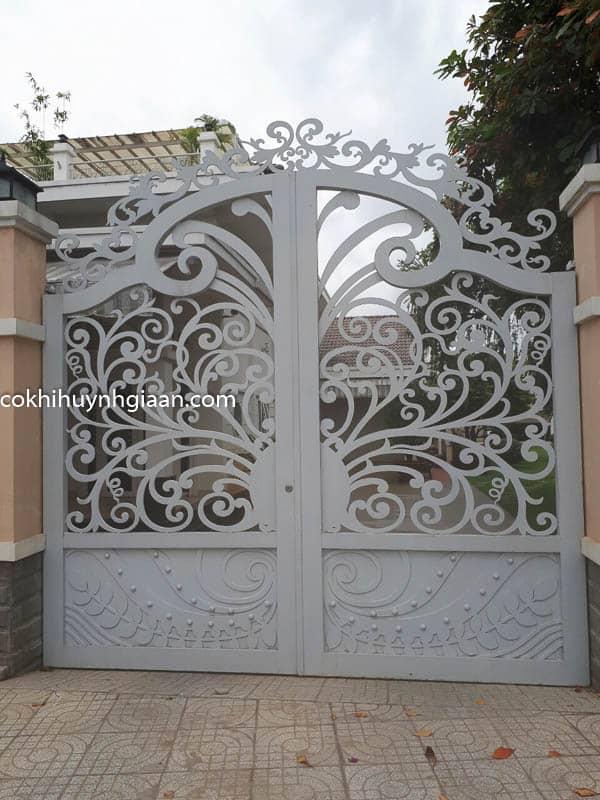 Cửa cổng sắt mỹ thuật đẹp 012