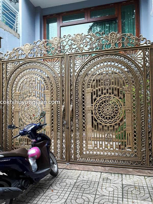 Cửa cổng mỹ thuật đẹp 015