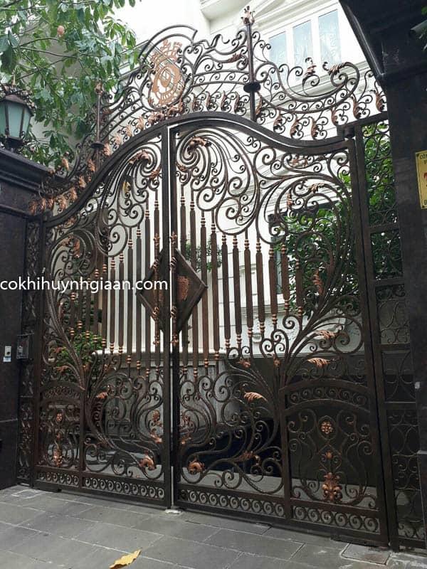 Cửa cổng villa đẹp