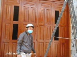 cửa đi sơn giả gỗ