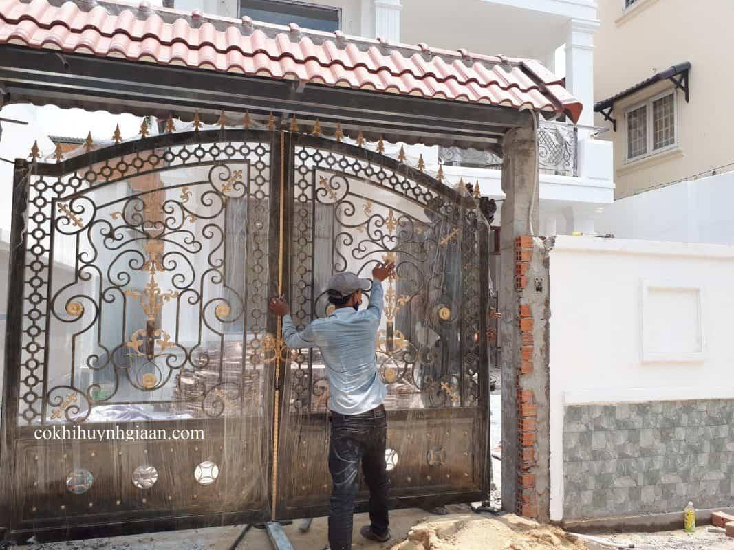 Cửa cổng uốn nghệ thuật đẹp