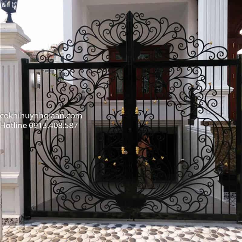 cửa cổng sắt uốn cho biệt thự