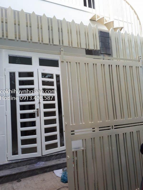 cửa sắt giá rẻ tphcm