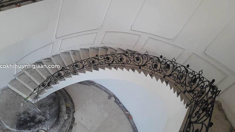 mẫu cầu thang uốn lượn đẹp