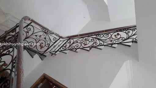 cầu thang sắt uốn đẹp