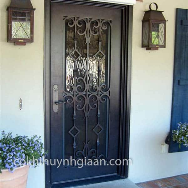 Khung cửa và hoa vănCS1C014 được làm từ sắt hộp, sắt mỹ thuật