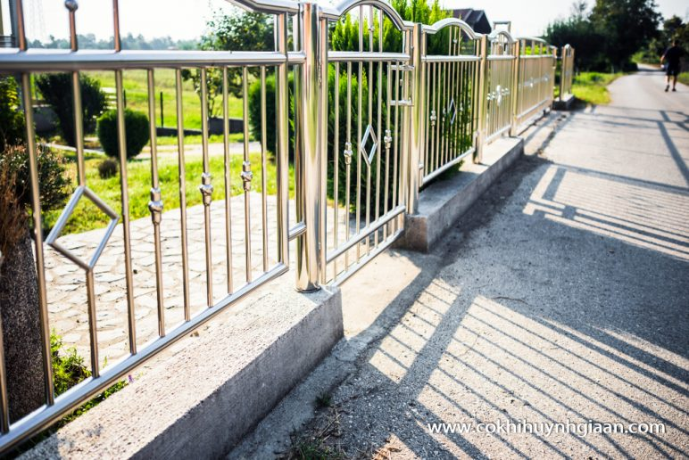 Cửa cổng inox CCI001