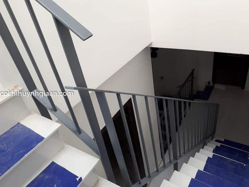 Cầu thang sắt đơn giản đẹp