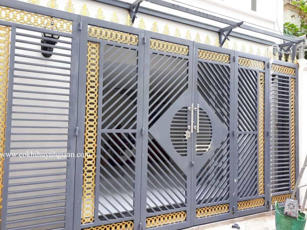 Cửa cổng sắt đẹp 6 cánh