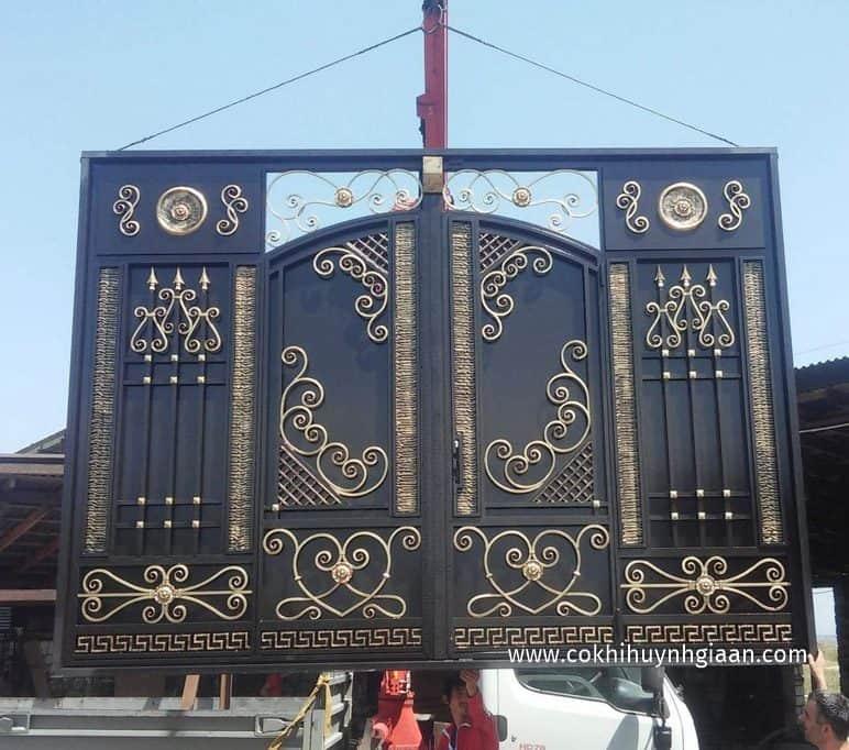 Mẫu cửa sắt 4 cánh hiện đại