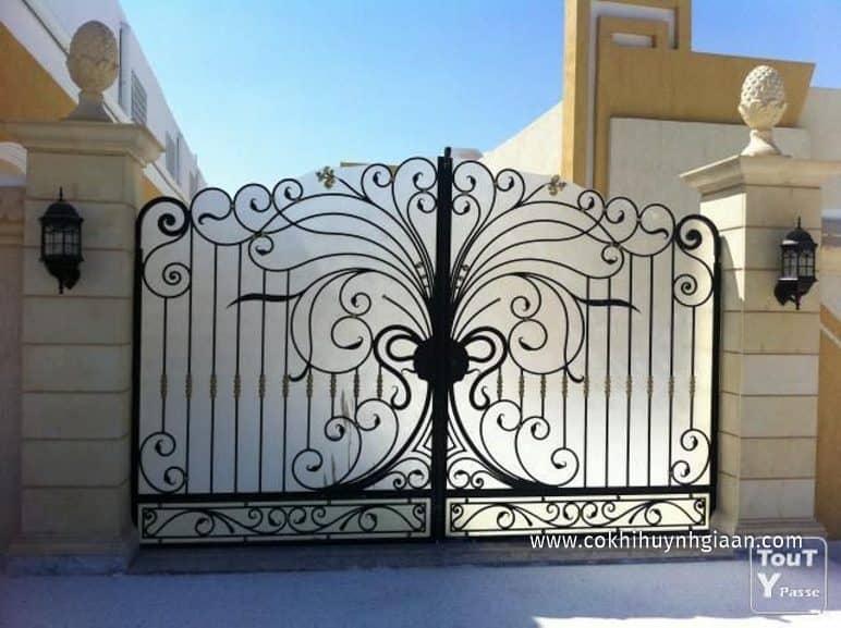 Cổng nhà đẹp mỹ thuật 2 cánh