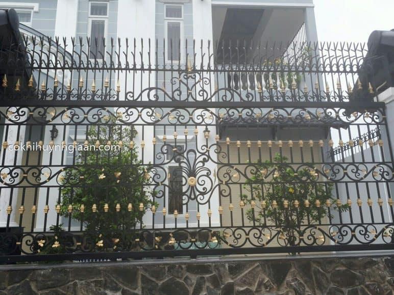 Hàng rào sắt mỹ thuật đẹp cầu kỳ