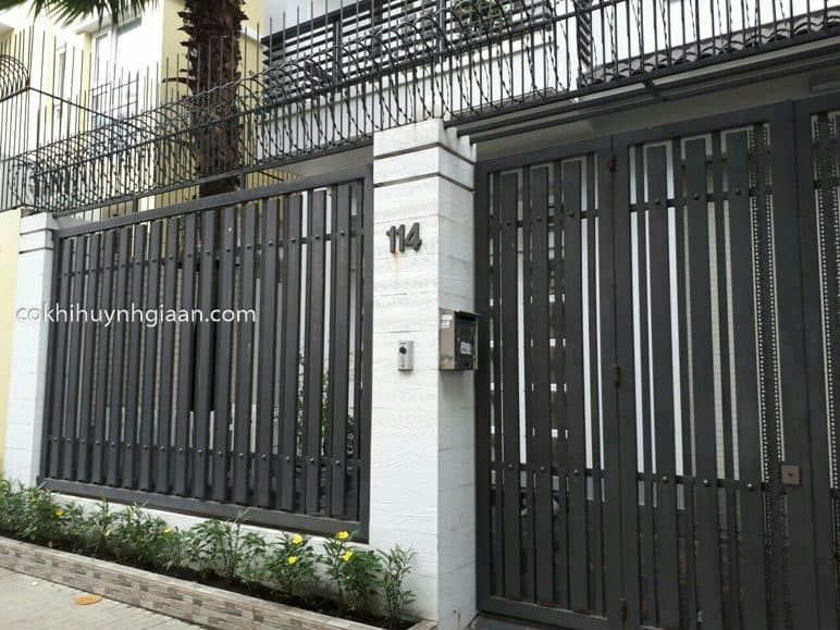 Hàng rào sắt pano màu đen đơn giản