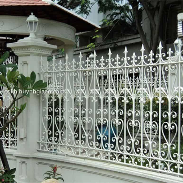 Hàng rào sắt mỹ thuật đẹp hoa sắt uốn