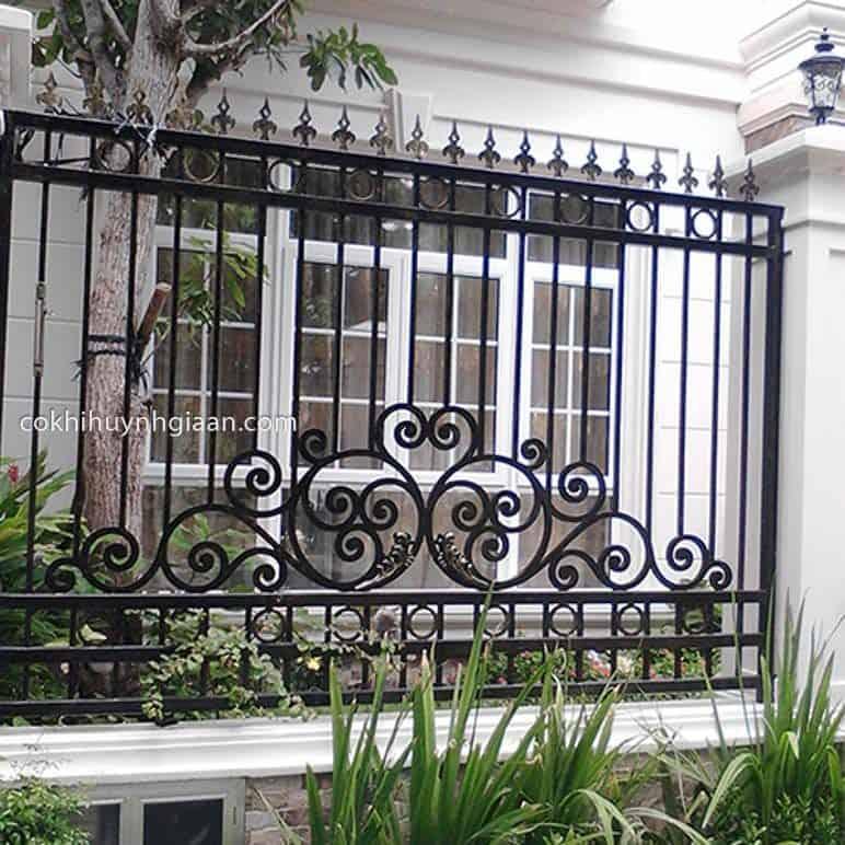 Hàng rào sắt đẹp được xây dựng nhiều