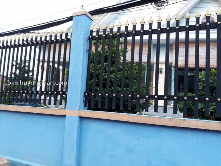 Hàng rào sắt hộp đơn giản