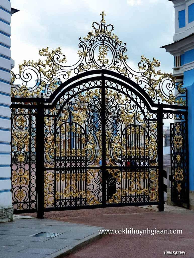 Mẫu cửa sắt 2 cánh cho biệt thự sang trọng
