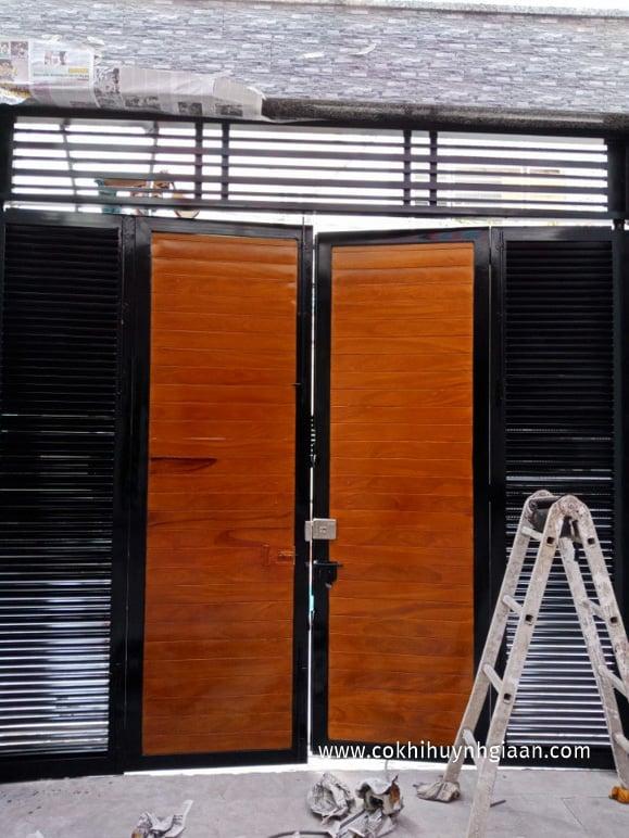 Cổng sắt 4 cánh giả gỗ