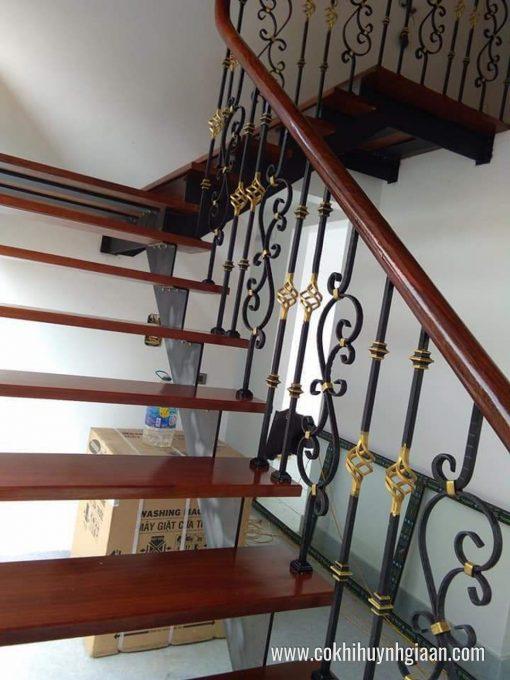 Mẫu cầu thang sắt nghệ thuật giả gỗ CT1113