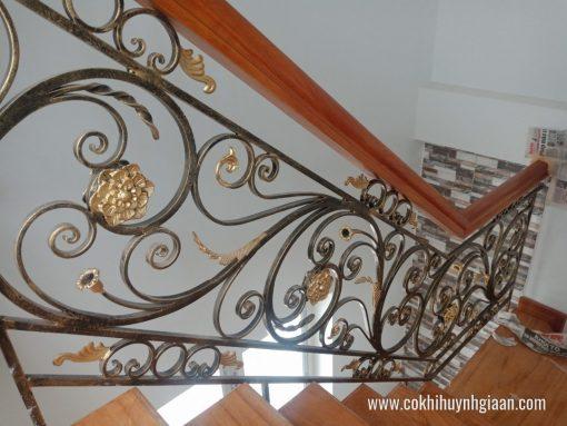 Mẫu cầu thang sắt nghệ thuật giả gỗ CT1114