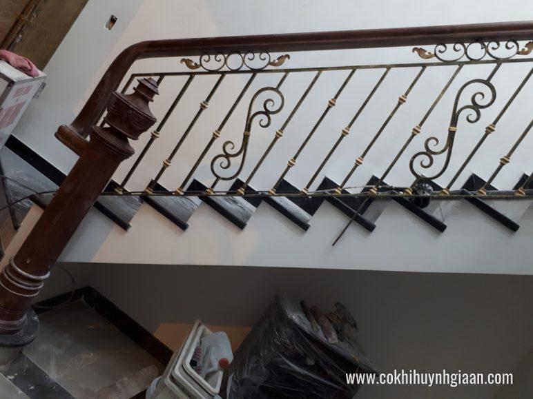 Cầu thang sắt nghệ thuật CT1140 sắc xảo