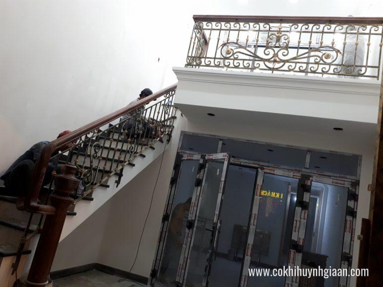 Cầu thang sắt nghệ thuật CT1140 tinh tế