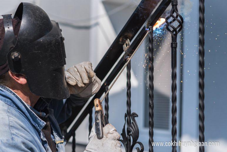 Cơ khí Huỳnh Gia An chuyên làm Cầu thang sắt nghệ thuật